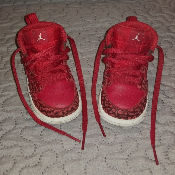 new concept aebbf 4205a Red Jordans